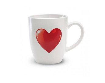 Керамическая кружка с сердечком с двух сторон.Объем 300 мл.