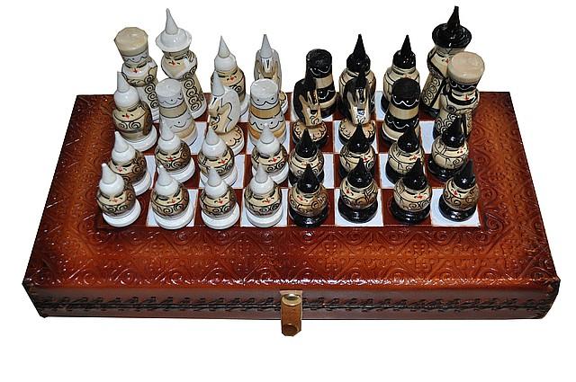 Шахматы-нарды из натуральной кожи с тиснением казахского национального орнамента