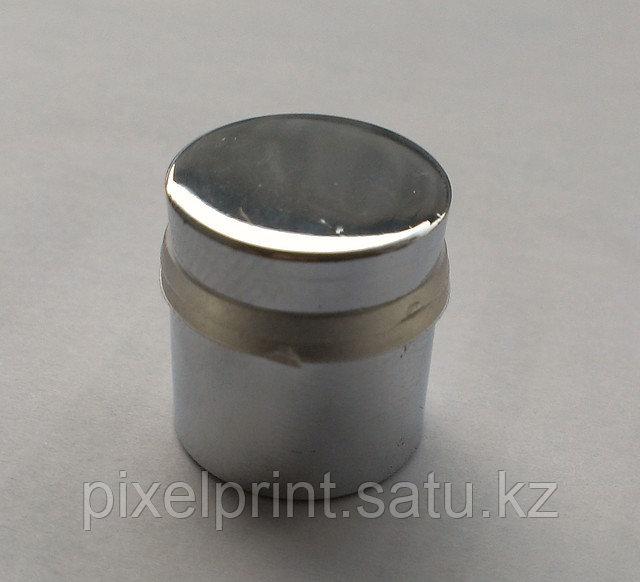 Дистанционный держатель под серебро. Продается в комплекте с табличкой.