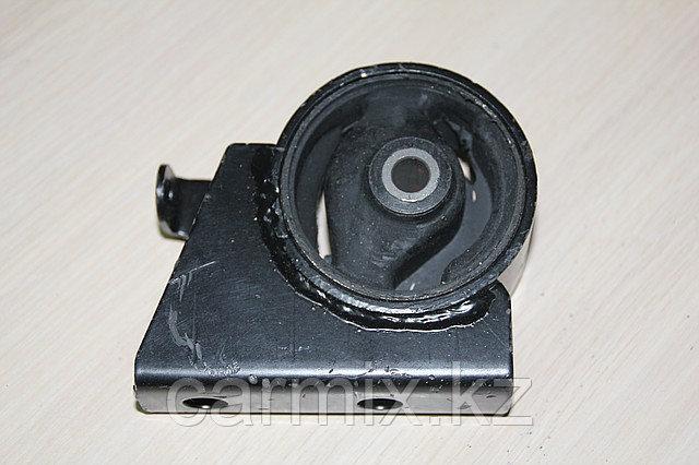 Подушка двигателя задняя Chariot Grandis, Space Wagon 1997-2001