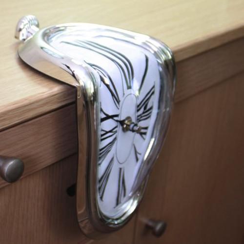 Будильники и настольные часы
