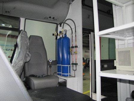 Оснащение реанимобилей на базе автомашин Hyundai, точками доступа к кислороду - медицинским клапанамидля возможности подключения для... 2