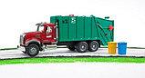Мусоровоз MACK (зелёный фургон, красная кабина) Bruder (Брудер) (Арт. 02-812 02812), фото 6