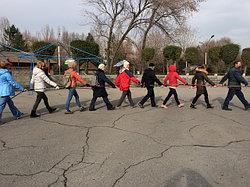 Мастер-класс по скандинавской ходьбе во Всемирный день борьбы с диабетом в Алматы