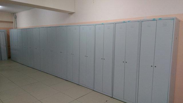 И снова школа-гимназия. 3 этажа металлических шкафов для школьников -1