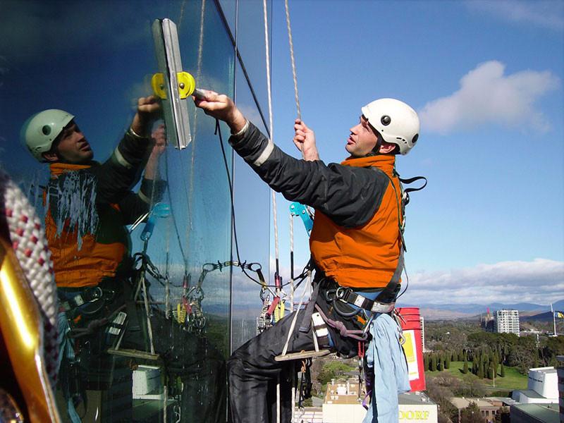 Альпинисты для мытья окон