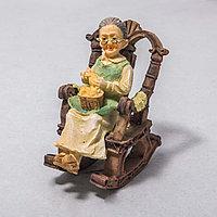 """Украшение для дома """"Бабушка в кресле"""" (9см)"""
