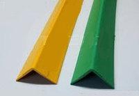 Пластиковый уголок (зеленый)