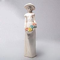 """Фарфоровая статуэтка """"Девушка с цветами"""", фото 1"""