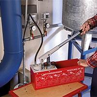 Опрессовочные насосы для проверки герметичных систем