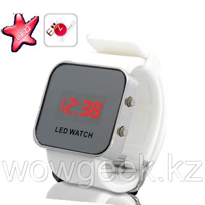 Зеркальные светодиодные часы с цифровым дисплеем и каучуковый ремешок (белый)