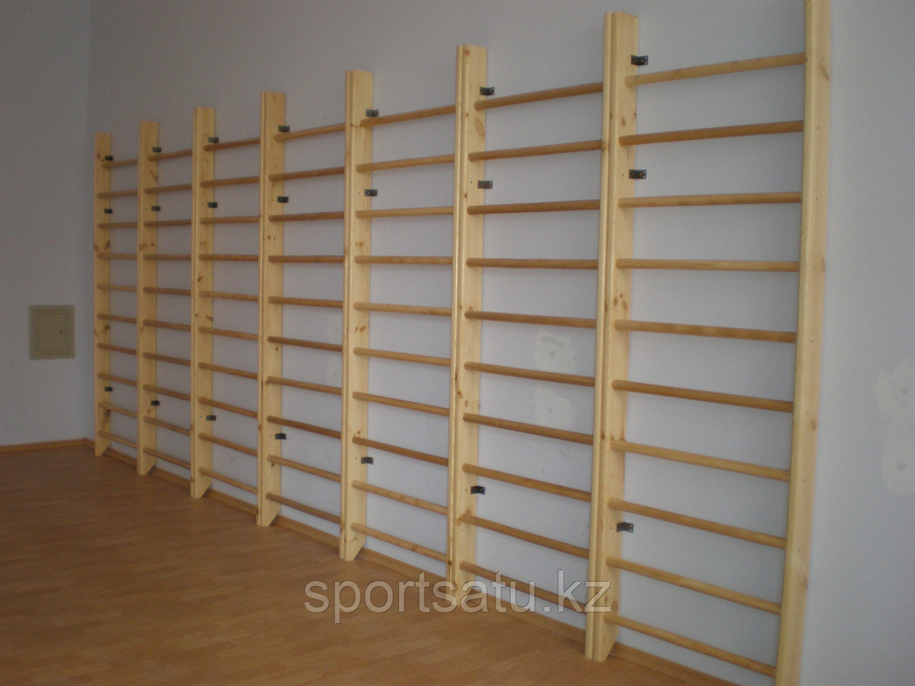Шведская стенка деревянная эконом - фото 1