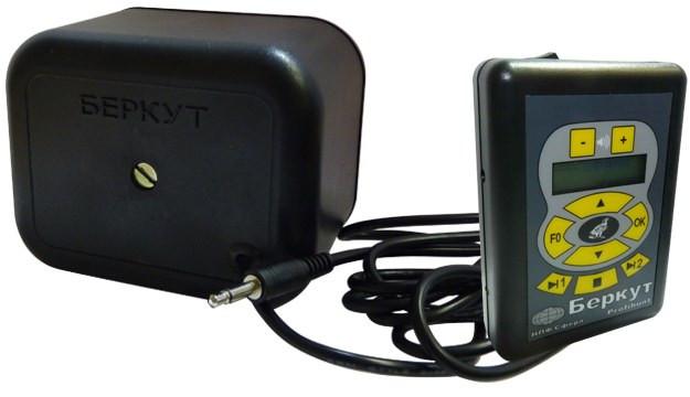 """Внешний динамик электронного манка """"PROFIHUNT K2"""" снабжен кабелем для подключения"""