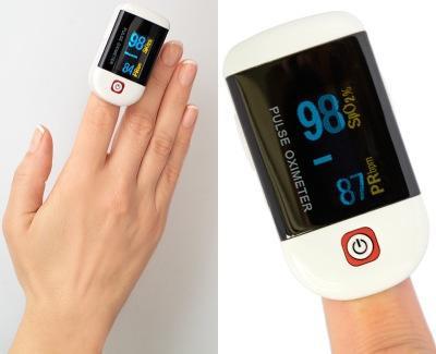 Просто оденьте пульсоксиметр CHOICEMMED MD300C22 на палец и он покажет уровень кислорода в вашей крови