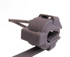 Для измерения сатурации и пульса пульсоксиметр CHOICEMMED MD300K будет достаточно подключить с помощью датчика к одному из пальцев