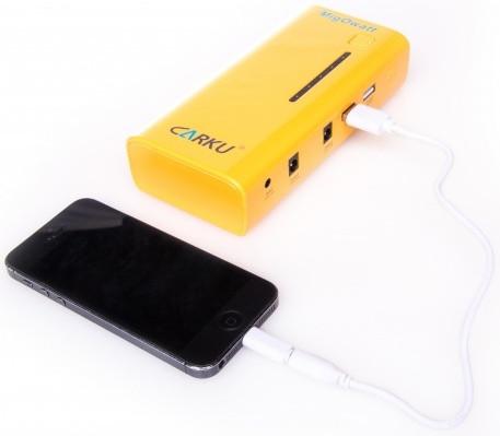 """С помощью """"Carku E-POWER-37"""" Вы сможете не только запустить двигатель своего автомобиля, но и подзарядить """"севший"""" аккумулятор смартфона"""