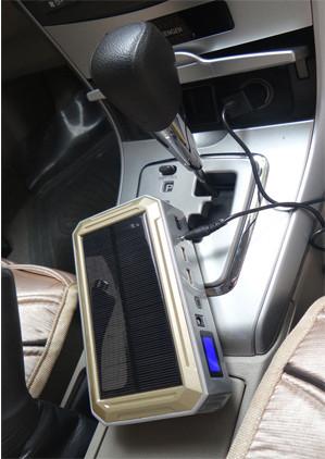 """Зарядить """"JumpStarter Solar"""" можно и традиционным способом, подключив его к автомобильному прикуривателю"""