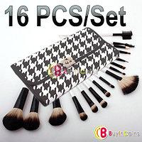 Набор из 16 -ти кисточек для нанесения макияжа + футляр.