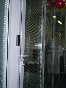 Перегородки с системой доступ контроля, (доводчики, выключатели, розетки)