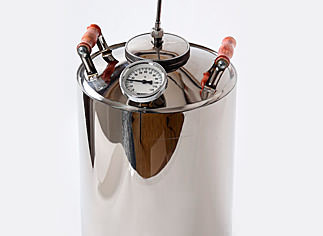 Объем перегонного куба данного самогонного аппарата составляет 12 литров