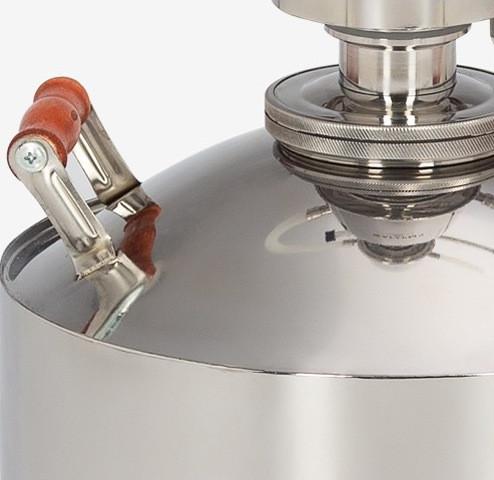 Используемая при изготовлении самогонного аппарата сталь гигиенична, гипоалергенна и не взаимодействует с жидкостью внутри куба в отличие от многих представленных на рынке аппаратов