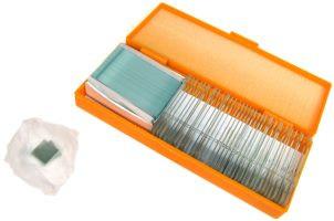Внутри яркой картонной коробки набора Levenhuk N38 NG находится пластиковый футляр с готовыми микропрепаратами и коробка с чистыми стеклами для своих микропрепаратов