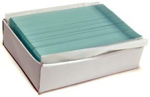 Препараты из набора Levenhuk N38 NG помещены в пластиковый футляр, в котором удерживаются в специальных пазах, а чистые стекла упакованы в отдельную коробку, что обеспечивает удобство и безопасность транспортировки набора