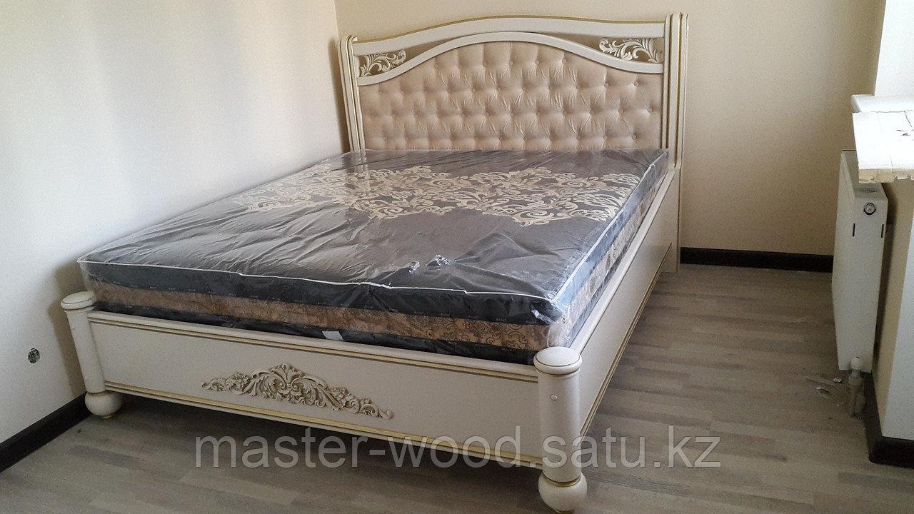 Кровати на заказ из натурального дерева - фото 1