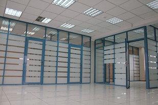 Перегородки стеклянные с укрепляющей пленкой (стекло, пленка белый мат)