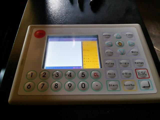 В отличии от многих других марок оборудования, наши поставщики подобных станков оснащают станки цветными дисплеями с мультиязычным интерфейсом (включая русский язык).