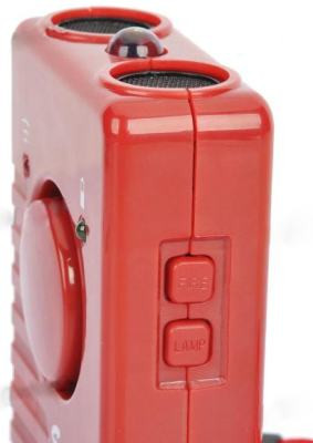 Кнопки включения сирены и фонарика находятся на торцевой стороне корпуса отпугивателя собак SITITEK ГРОМ-250М
