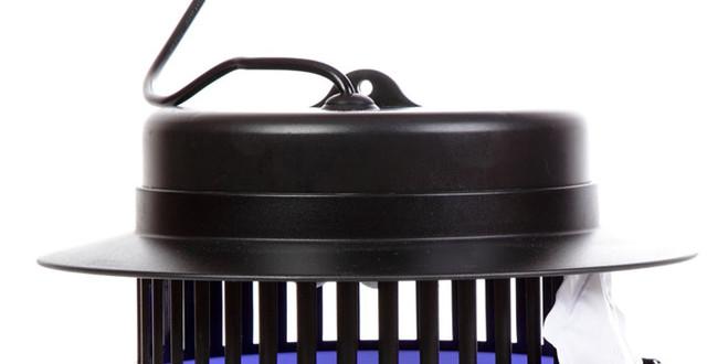 Специальное крепление на крышке корпуса позволяет подвесить уничтожитель под потолок