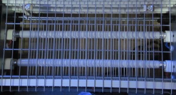 """Доступ к лампам и высоковольтным элементам  уничтожителя комаров """"Ангара 2х40Вт"""" закрыт решеткой"""