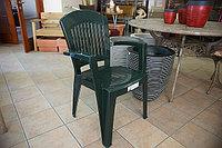 Кресло пластиковое, синее и зеленое