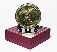 """Сувенирная тарелка """"Золотой человек"""" в коробке, 17 см"""