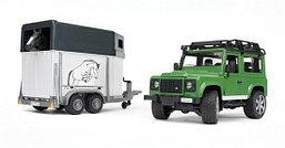 Bruder Игрушечный Внедорожник Land Rover Defender с прицепом-коневозкой и лошадью (Брудер)