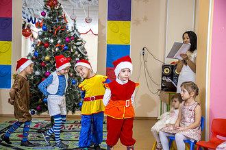 Встреча Нового 2016 года для детей с полным днем пребывания в детском центре: подготовка к школе и младшая дошкольная группа