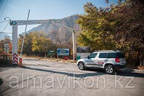 Экологический пост Иссыкского ущелья. Ними был установлен автоматический шлагбаум.