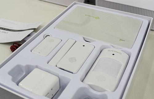 """Сигнализация """"MatiGard Air"""" упакована в коробку с ложементами для ее составных частей и аксессуаров (увеличение по клику)"""