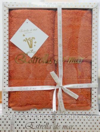 Подарок для женщины - набор бамбуковых полотенец с кружевной вышивкой.