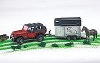 Внедорожник Wrangler  c прицепом-коневозкой и лошадью , фото 1