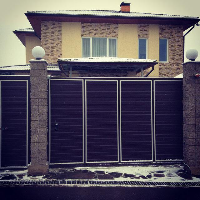 Ворота откатные консольного типа с калиткой цвет коричневый