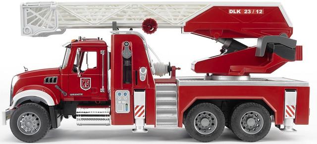 Пожарная машина MACK с выдвижной лестницей и помпой с модулем со световыми и звуковыми эффектами