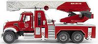 Пожарная машина MACK с выдвижной лестницей и помпой с модулем со световыми и звуковыми эффектами, фото 1