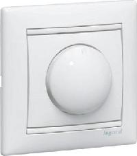 Legrand Valena Белый Светорегулятор  поворотный 40-400W для ламп накаливания (вкл. поворотом)  (770061)