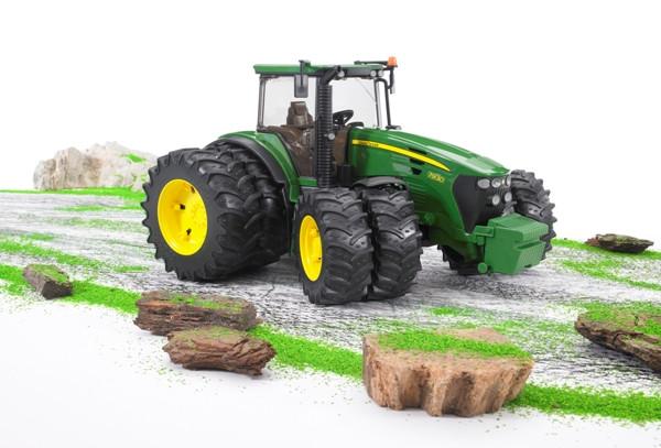 Игрушка Трактор John Deere 7930 с двойными колёсами