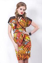Эффектное платье полуприлегающего силуэта в яркой цветовой гамме. Размеры - 42, 46.
