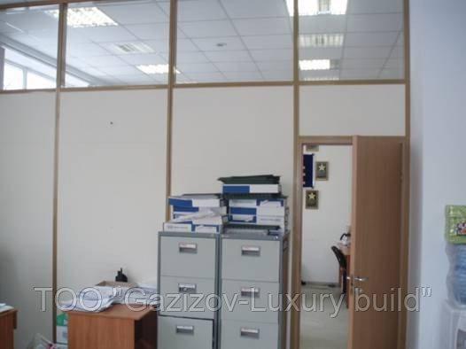 Офисная стеклянная перегородка комбинированная с ЛДСП
