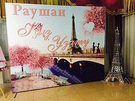 В качестве украшения банкетной зоны можно использовать оригинальный баннер с изображением главного символа Парижа – Эйфелевой башни.