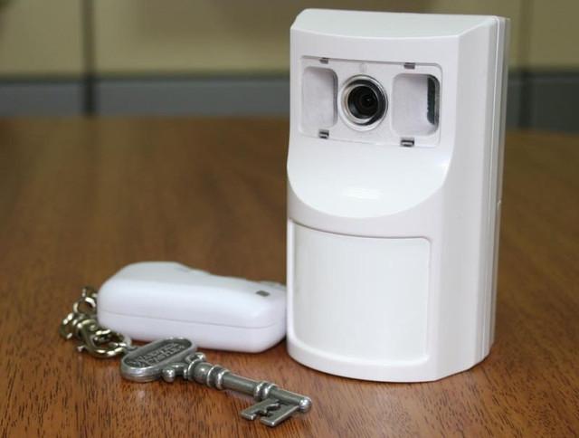 """Радиобрелок, управляющий сигнализацией """"Photo Express GSM"""", удобно носить на связке ключей (нажмите на фото для увеличения)"""